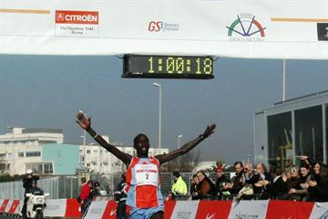 Jonathan Kosgei Kipkorir wins 2008 Rome-Ostia Half Marathon (IAAF.org)