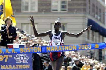 Robert Cheruiyot wins 2003 Boston Marathon, (photo by Vinny Dusovic)
