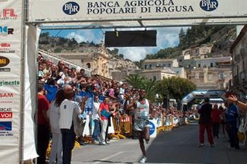 Sileshi Sihine of Ethiopia wins in Scicli's 10km race (Alberto Zorzi)