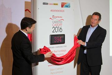 Ken Skates and Lynn Davies unveil the IAAF World Half Marathon, Cardiff 2016, countdown clock (IAAF World Half Marathon, Cardiff 2016 LOC)