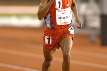 Mebrahtom Keflezighi at the Cardinal Invitational (Randy Miyazaki)