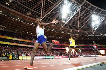 Mo Farah wins the 10,000m at the IAAF World Championships London 2017 (Getty Images)