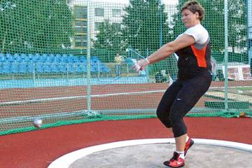 Kamila Skolimowska en route to her 74.73 Polish national record in Dubnica (Peter Jelinek)