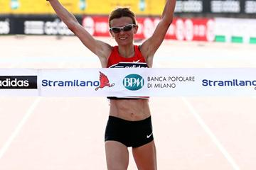 Big win for Valeria Straneo at the 2012 Stramilano (Giancarlo Colombo)