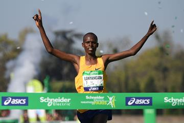 Paul Lonyangata winning the Paris Marathon (AFP)