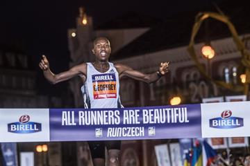 Geoffrey Koech winning the Birell Prague 10k (Organisers)