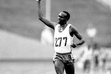Henry Rono celebrates his victory in the 3000 Metres Steeplechase at the 1978 Commonwealth Games in Edmonton, Canada, August 1978 (Getty Images)