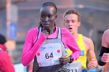 Viola Kibiwot winning the 2016 Corrida Pedestre Internationale de Houilles 10km (Jiro Mochizuki)