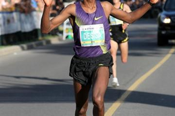 Lelisa Desisa of Ethiopia wins the Ottawa 10K in 28:08 (Victah Sailer)