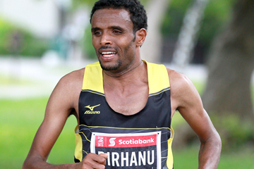 Girmay Birhanu on his way to winning the Ottawa Marathon (Victah Sailer)