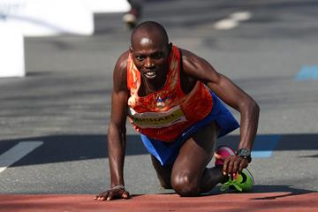 Michael Kunyuga crawls to his second place finish in Hannover (PhotoRun.net)