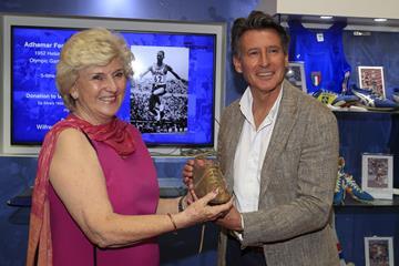Rosemary Mula presents Seb Coe with the Melbourne 1952 Olympic winning spike of Adhemar da Silva (Getty Images)