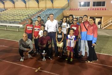 IAAF President Sebastian Coe with local athletes at the national stadium in Oranjestad, Aruba (IAAF)