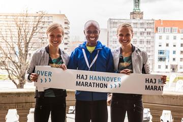 From left: Anna Hahner, Lusapho April and Lisa Hahner in Hannover (Christopher Busch / Organisers)