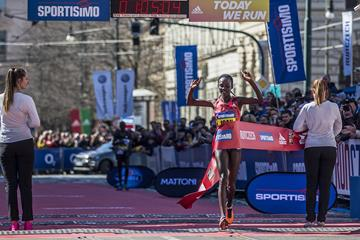 Joan Melly winning the Prague half marathon (organisers)
