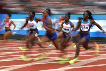 The USA and British teams in action in the women's 4x100m relay at the IAAF World Championships London 2017 (Getty Images)