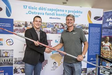 Jan Zelezny (r) presents his WR javelin to Valter Bocek, CEO of the IAAF Continental Cup Ostrava 2018 (LOC)