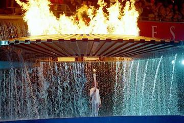 Cathy Freeman stands beneath the Olympic flame in Sydney (Getty Images)