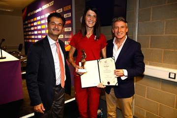 Ruth Beitia, recipient of the World Fair Play award, with IAAF President Sebastian Coe and Sunil Sabharwal (Getty Images)