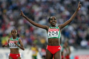 Tirunesh Dibaba of Ethiopia celebrates winning gold in the 5000m (Getty Images)