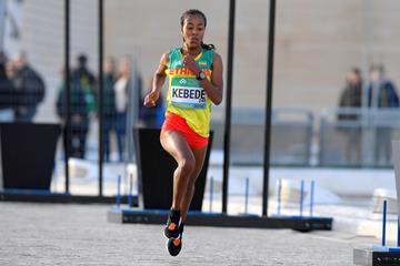 Netsanet Gudeta en route to the world half marathon title in Valencia (Jiro Mochizuki for the IAAF)