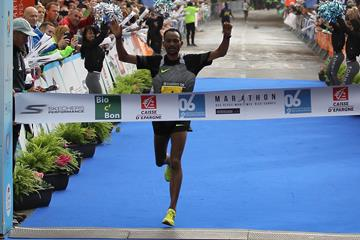 Dejene Kelkilew winning the 2017 Marathon Alpes Maritimes (mouv-up.com)