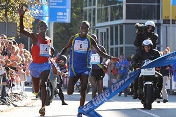 Close! Charles Kamathi edges Nicolas Chelimo Kipkorir in Eindhoven, with both clocking 2:07:38 (Nico Delmeire)