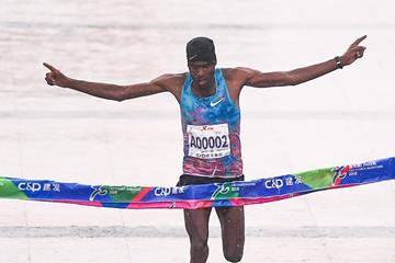 Dejene Debela wins the 2018 Xiamen Marathon (Xiamen organisers)