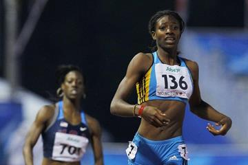 16-year-old Shaunae Miller of the Bahamas wins the women's 400m title (Getty Images)