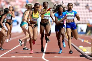 Taylor Manson of the USA takes the baton in the 4x400m at the IAAF World U20 Championships Tampere 2018 (Getty Images)