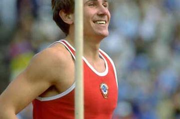 Sergey Bubka competing in the 1983 World Championships in Helsinki (Getty Images)