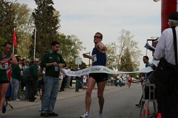 A jubilant Erik Tysse after his victory in Rio Maior (Rodrigo Branco)