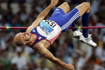 Svatoslav Ton (CZE) jumping at the Athens Olympics (Getty Images)