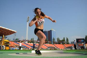 Inge Drost in the girls' Shot Put Heptathlon at the IAAF World Youth Championships 2013 (Getty Images)