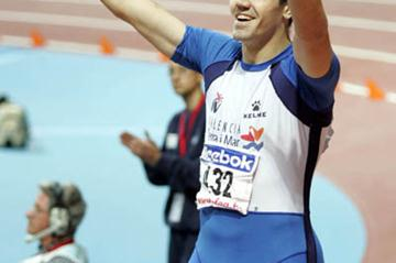 David Canal celebrates breaking National 400m Indoor record in Madrid (Juan Jose Ubeda)