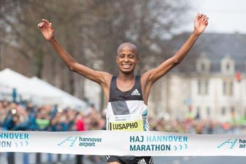 Lusapho April wins at the 2016 Hannover Marathon (Organisers)