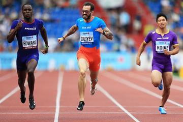 Alonso Edward (l) edging Ramil Guliyev in the Continental Cup 200m in Ostrava (Getty Images)