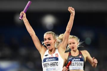 Justyna Swiety-Ersetic celebrates Poland's 4x400m victory at the IAAF World Relays Yokohama 2019 (Getty Images)