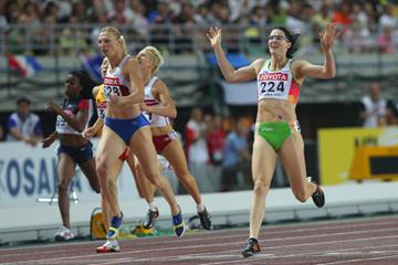 Jana Rawlinson of Australia celebrates as she crosses the finish line to win the Women's 400m Hurdles Final (Getty Images)