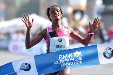 Aberu Kebede wins the Berlin Marathon (Organisers / Victah Sailer)