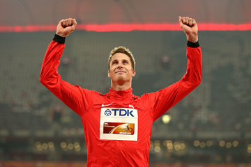 Derek Drouin on the podium in Beijing ()