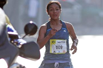 Ines Melchor on her way to victory at the 2015 Santiago de Chile Marathon (Oscar Muñoz Badilla)