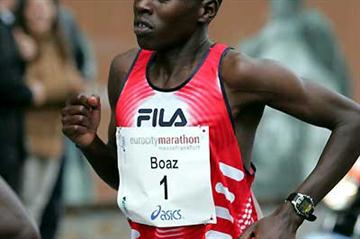 Boaz Kimaiyo of Kenya - 2:09:09 course record in Frankfurt (Victah Sailer)
