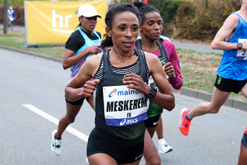 Meskerem Assefa on her way to winning the Frankfurt Marathon (Victah Sailer / organisers)