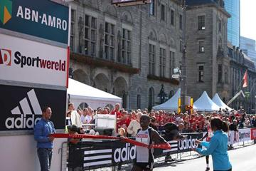 Patrick Makau Musyoki wins in Rotterdam Half Marathon 2008 (John de Pater)