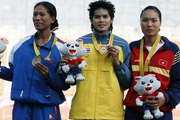 Triple SEA Games champion - Thailand's Wassana Winatho (C) after her gold medal in the 400m Hurdles (7 Dec) with silver medallist Grace Mary Milgar (L) from Philippines and bronze medallist Thi Nguyen Nu of Vietnam (AFP / Getty Images)