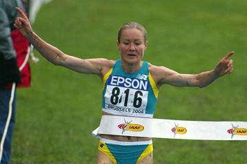 Benita Willis winning the 2004 world cross country title in Brussels (Getty Images)