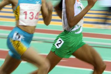 Asian Indoor Championships 800/1500m champion Sinimol Paulose of India (r) (AFP)
