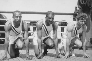 Sprinters Jesse Owens, Ralph Metcalfe and Frank Wykoff en route to the 1936 Olympic Games (Creative Commons)