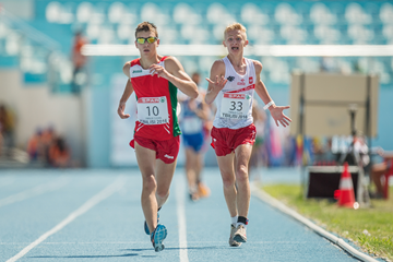 Mikita Kaliada of Belarus and Lukasz Niedzialek of Poland in the 10,000m race walk (Getty Images)